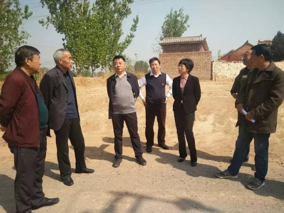卫辉领导视察关帝庙道路建设进度